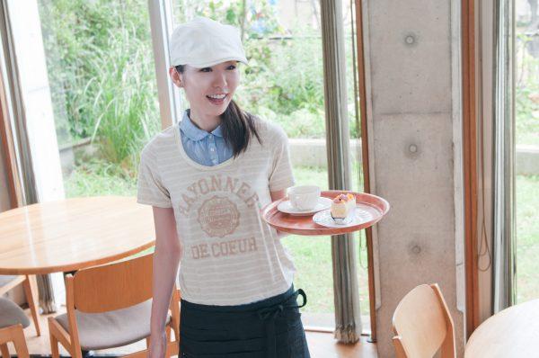 思わず働きたくなる オシャレなカフェ店員Tシャツを作ってみよう