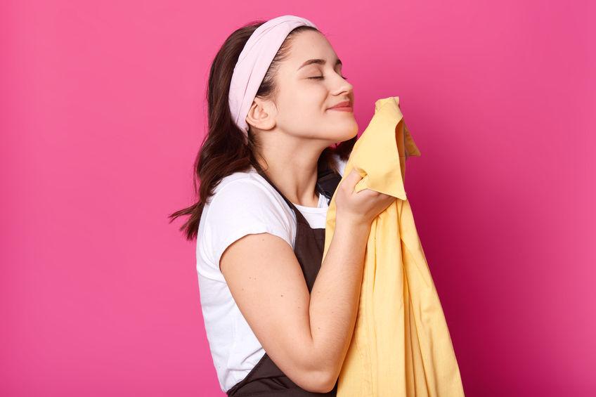 ニオイが取れない?!ポリエステル素材Tシャツの臭いの原因と解消法