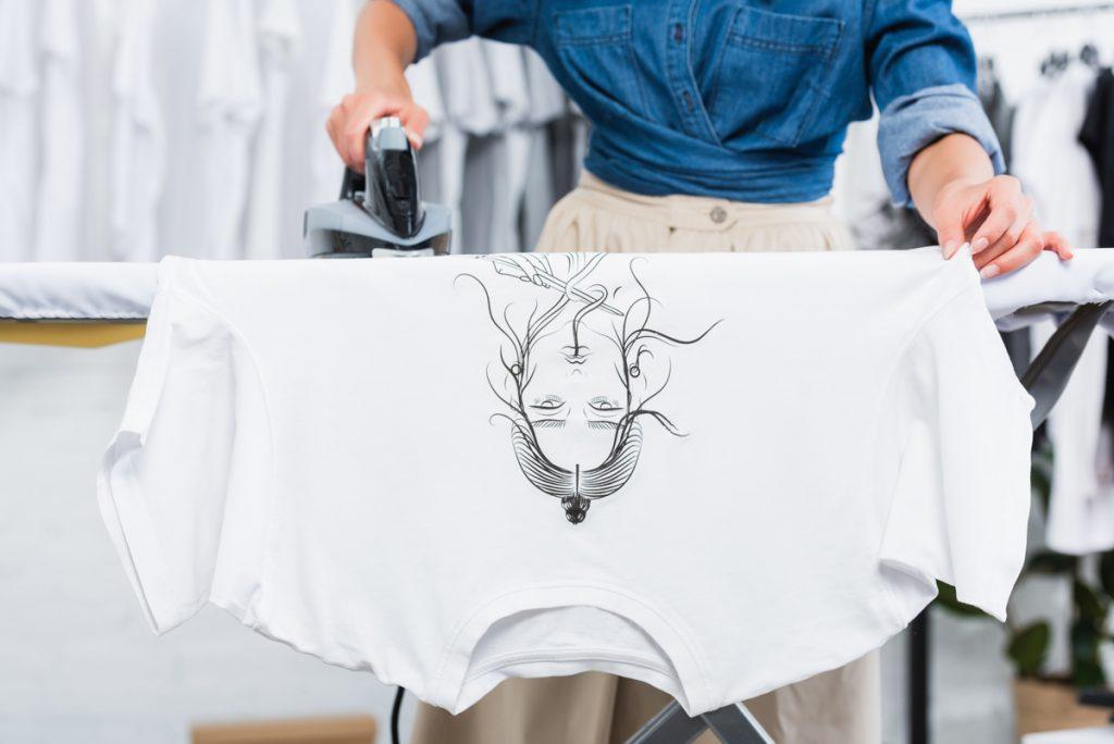 キレイに長持ちさせるTシャツのアイロンがけポイントと印刷面の保護について