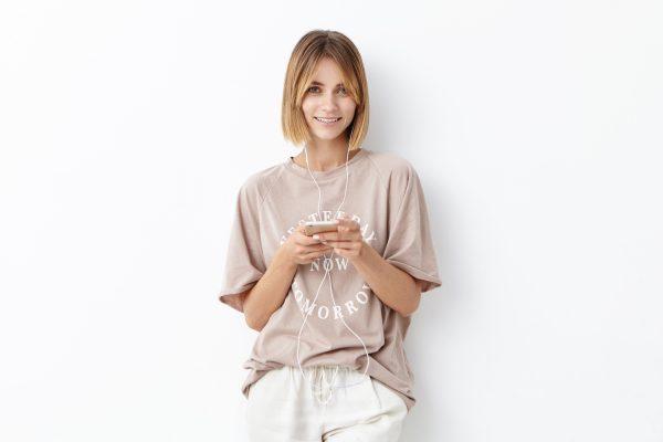 ルーズフィットTシャツにマッチするTシャツデザインと着こなしテク