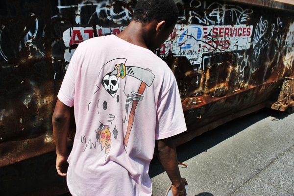 デザイナーも驚き!奇抜な発想で描くユニークな面白Tシャツデザイン集