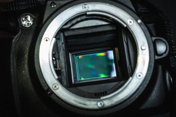 センサーサイズが変われば画質も変わる?スマホのイメージセンサーについて
