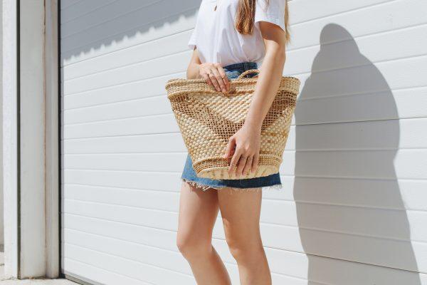 10分でオシャレスタイルに!夏シーズン必見のTシャツ&バッグコーディネート