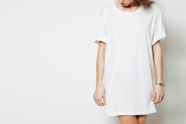 キュートカジュアルなショート丈Tシャツワンピの着こなしコーデ例